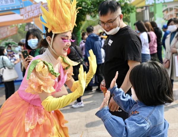 """济南融创文旅城""""齐鲁欢乐行""""正式启动 招募529个家庭免费玩"""