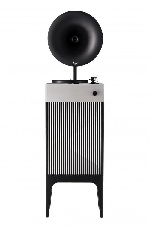 步履不停 时间可驻 梵尼诗新一代工业风的留声机
