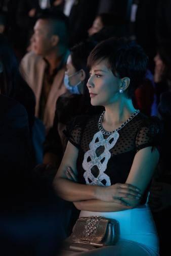 亚洲最美面孔朱珠缦合·北京看秀,致敬自然与宁静