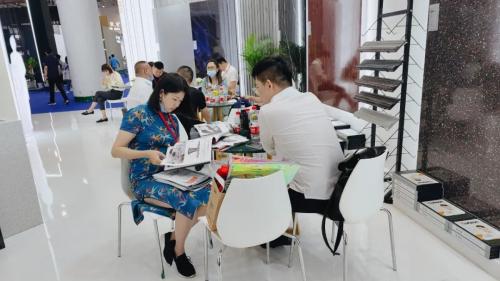 赫峰集团精彩亮相厦门国际石材展 ,石英质玉石板备受客商欢迎!