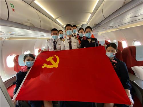 """在万米高空上学习延安精神 东航推出""""南京-延安""""红色主题航班"""