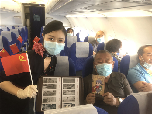 """万米高空传承红色基因 东航特色航班弘扬""""长征精神"""""""