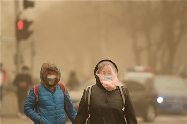 遇沙尘天气怎么办? 快让京东新风空调打消你的室内健康顾虑