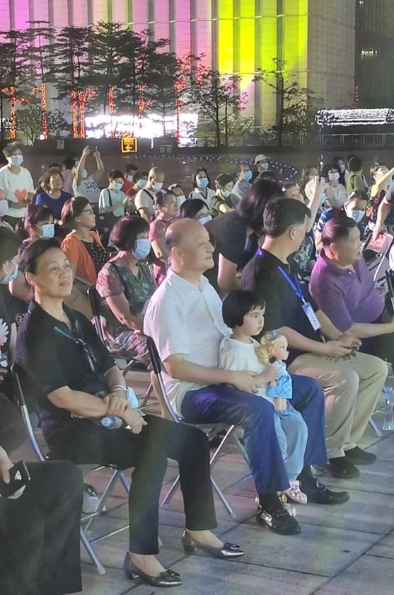 """倪惠英一家三口齐登台,观众""""听醉了""""耳朵"""