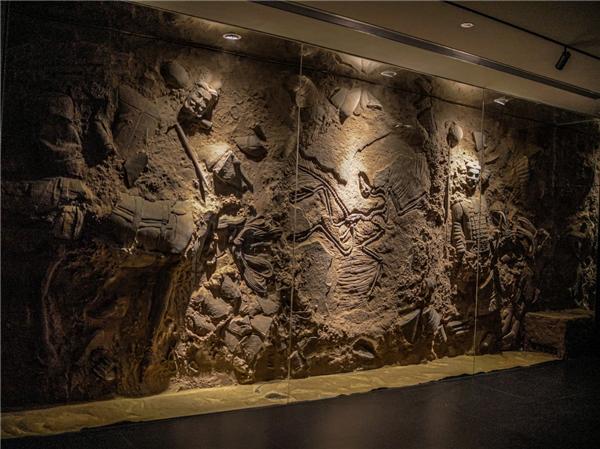 OTG Lab力作艺术装置《吹尽狂沙始到金》在西安王府井亮相