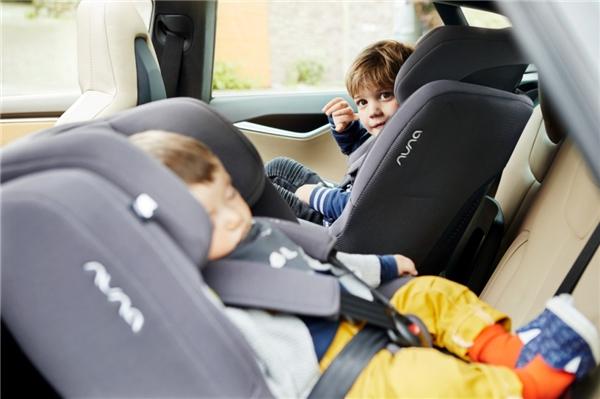 安全座椅正式写入新未成年人保护法,你还敢抱着孩子乘车?