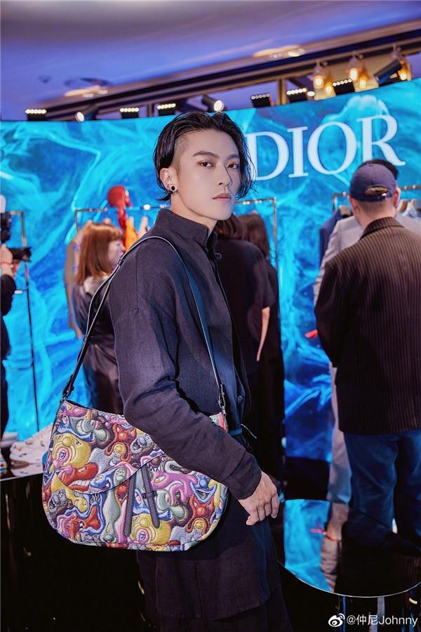 5月10日仲尼 Johnny与Dior合作直播 首次尝试美妆直播反响热烈