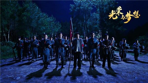 《光荣与梦想》昨晚火爆开播 恢弘展现中国革命光荣历程