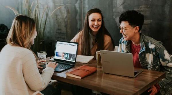 流利说赋能企业英语教育 培养员工实用英语技能