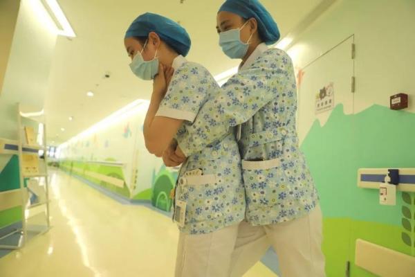 """前海人寿广州总医院举办""""海姆立克急救法""""培训,分享实用知识"""