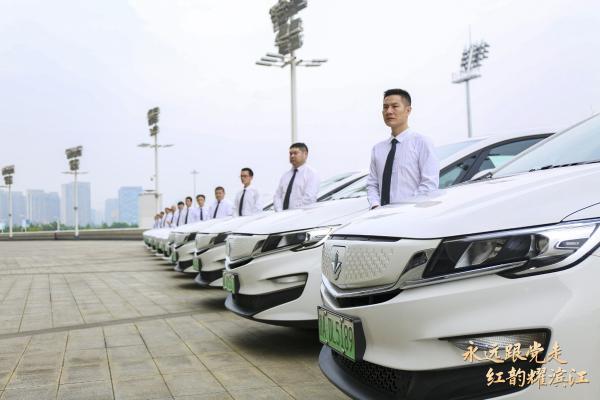 庆祝建党100周年 曹操出行司机用特殊方式献礼