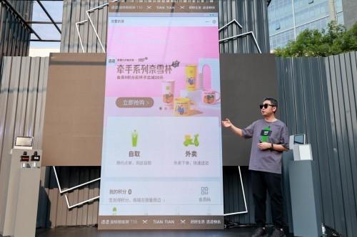 小度科技潮品添添旋转智能屏T10发布,智能新物种玩起来比手机更爽