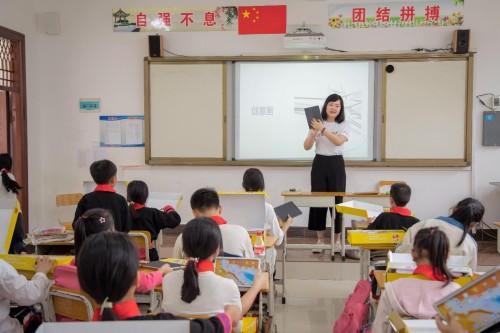 """六一教育参与主办启承资本""""多彩童年""""公益活动,走进植护希望小学"""