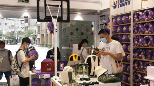 NBA季后赛开球,砸出名创优品网红店