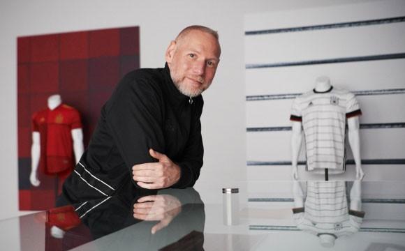 阿迪达斯发布最新款球衣为2020欧洲杯主办城市助力