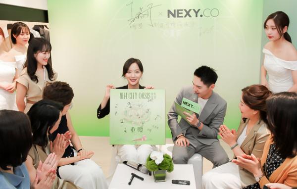王珞丹空降重庆星光68广场,打卡NEXY.CO绿色星球快闪店