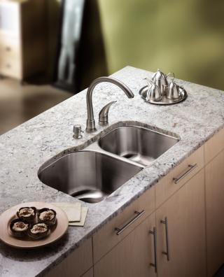 摩恩水槽好吗?从材质到细节,给您完美厨房体验