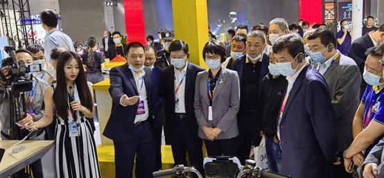 科技赋能,新日智能锂电车无锡展傲视群雄
