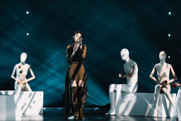 《为歌而赞》龚琳娜再现神曲,Amber献出亚洲首秀新歌《Neon》