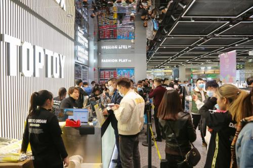 全球潮玩集合品牌TOP TOY引发潮玩消费热,推动潮玩大众化