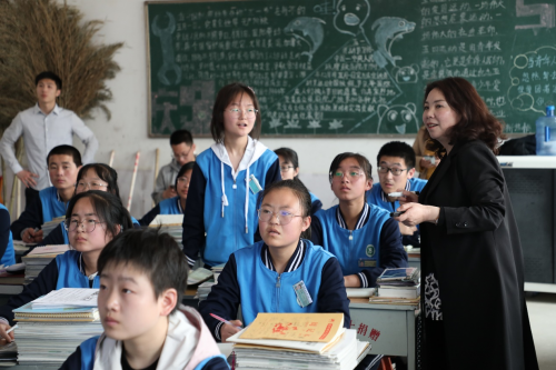 科技+教育公益 iEnglish创新课堂赋能学校教育