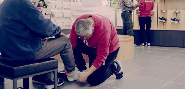 """走近足力健老人鞋创始人张京康 了解他对一双""""老人鞋""""的执念"""