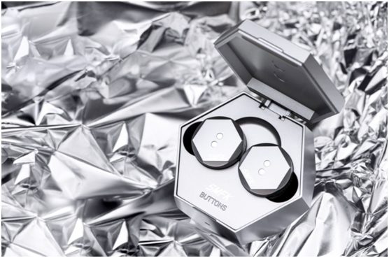 BUTTONS × SMFK联名无线降噪耳机今日正式发售