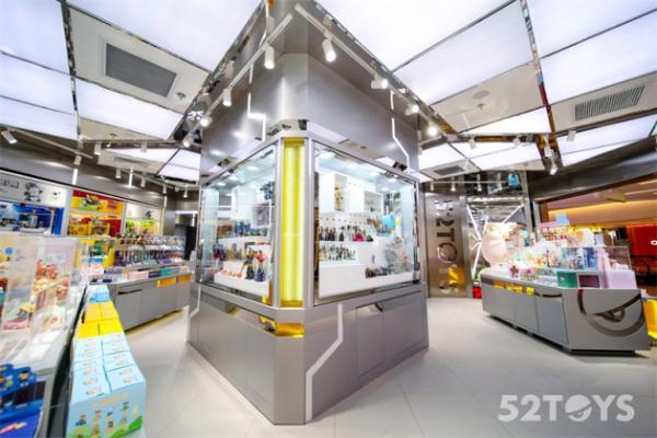 收藏玩具品牌52TOYS又开新店,上海首店落户环贸iapm