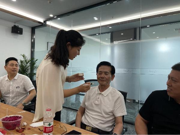 贺铿副主任一行调研麟莎集团kissgarden花园之吻中国区运营中心