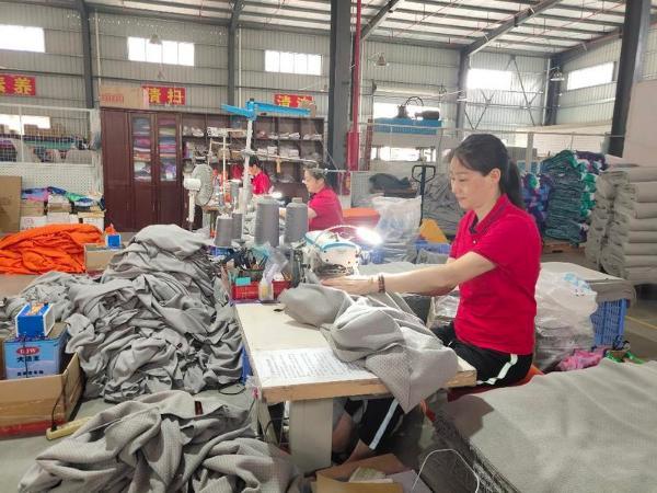 """东莞一企业获评""""中国电子商务十大牛商""""称号"""