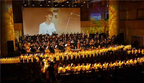 乡村孩子们与众艺术家同台,腾讯荷风艺术行动音乐会成功举办
