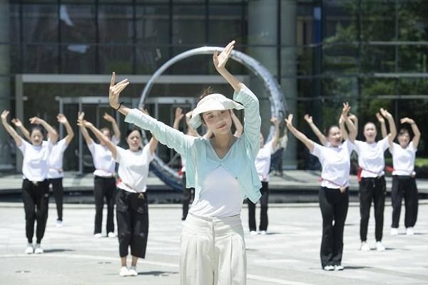让世界健康起来!恒谦泰集团广场舞快闪庆端午