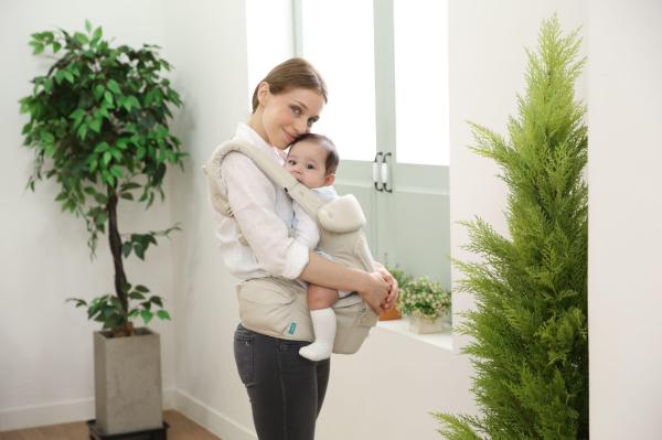 Harmas背婴带让爸妈解放双手,享受悠闲的亲子时光。