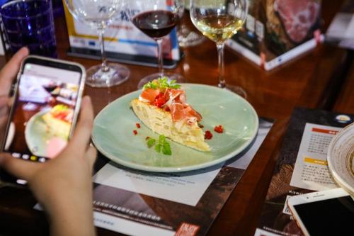 """""""欧洲猪肉, 从农场到餐桌的卓越品质"""" 上海火腿切割培训圆满结束"""