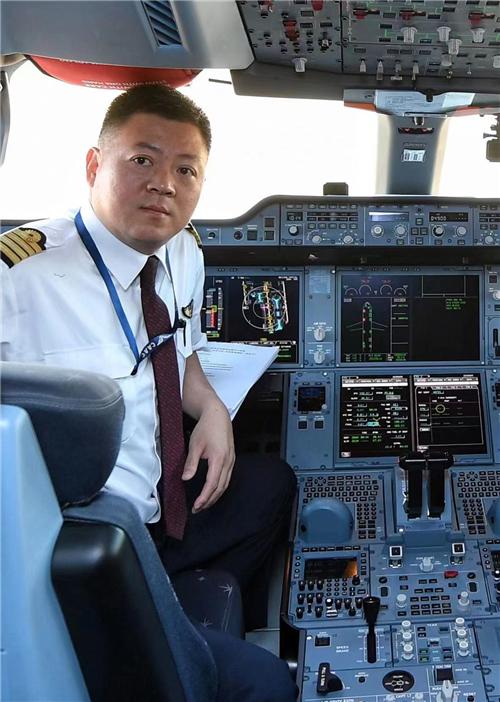"""东航中外机长眼中的""""神鸟展翅"""""""