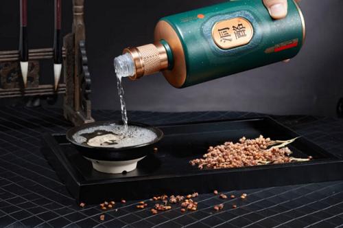 洞酩酱酒:制定洞藏标准、创新发展模式,引领酱酒投资热潮!