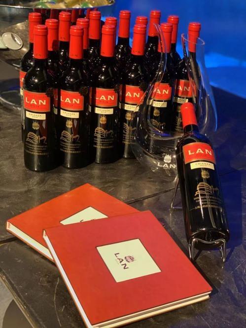 LAN澜 推出上海佘山世茂洲际酒店联名款 LAN CRIANZA红标干红葡萄酒