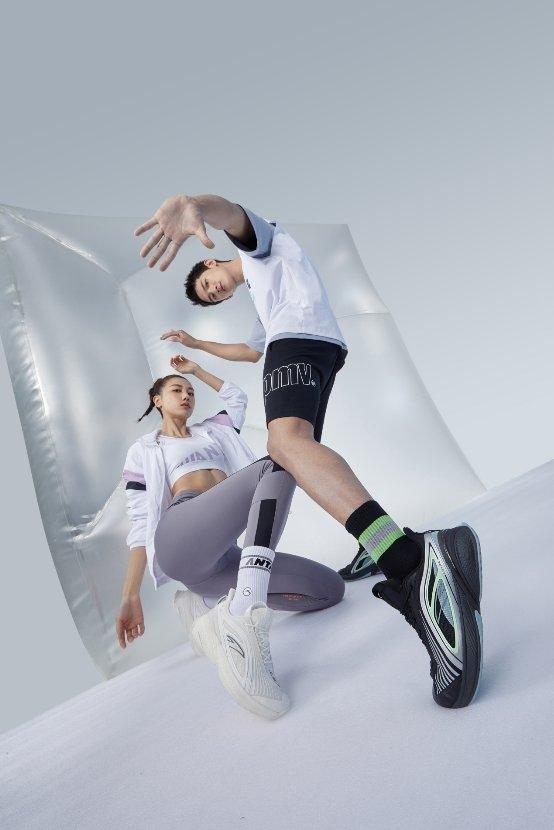 """安踏C37 2.0软跑鞋今日上市,升级科技诠释""""就该这么软""""-运动休闲行业"""