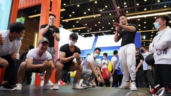 CHINAFIT现场冠军齐聚康比特展位,运动营养市场国货崛起