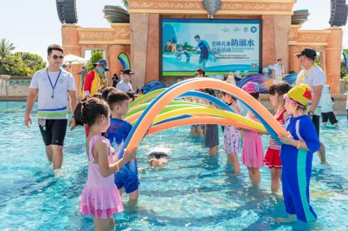 三亚·亚特兰蒂斯携手世界最大规模的游泳课举办全球儿童防溺水公益活动