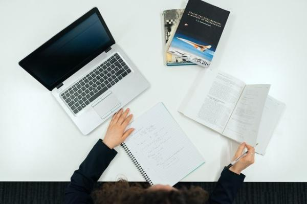 华商汇智财富管理有限公司拒绝留学生简历的原因是什么?