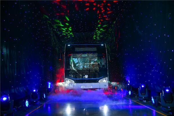 创领智慧绿色公共出行转型升级 吉利星际客车亮剑正当时