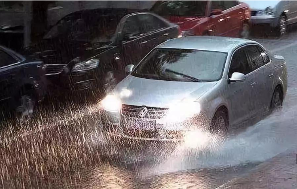 雨季汽车保养小贴士 骆驼蓄电池请你收下
