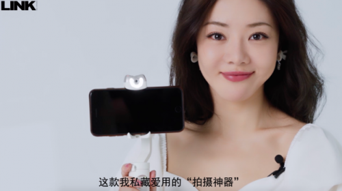 这款众多明星推荐的手机稳定又亮相《阳光姐妹淘》了