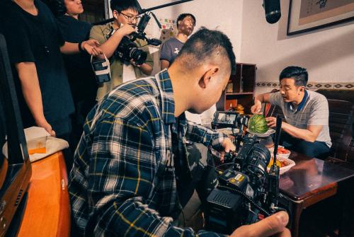 周坊酒业父亲节主题微电影即将来袭,拍摄花絮流出!