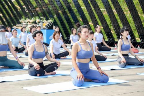 我支持你轻点练 阿迪达斯推出新的专业瑜伽产品 四个城市庆祝国际瑜伽日