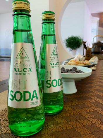 夏天喝水怎么选?ALCA爱罗科苏打水让你的身体零负担