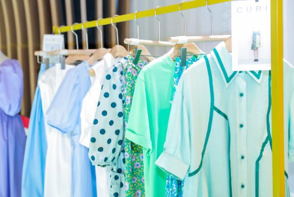 时尚女装品牌CUBIC参加小红书SHOWROOM丝享漫游活动