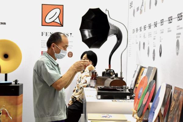 设计上海2021 梵尼诗黑胶艺术展圆满谢幕