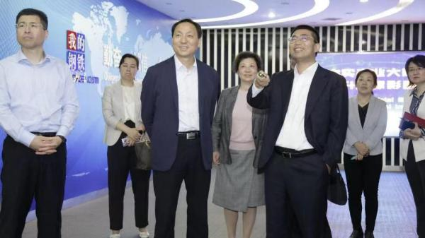 上海市商务委主任顾军一行莅临上海钢联、钢银电商考察调研